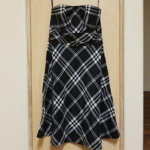 White house Black Market strapless dress. Size 8
